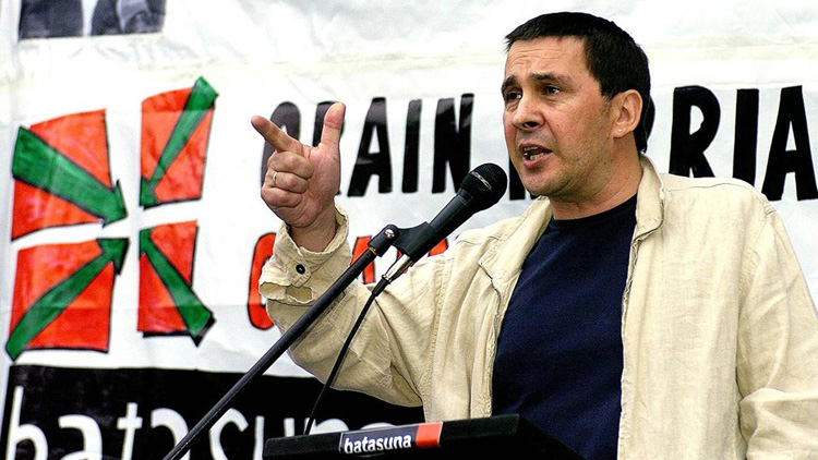 Utrera declara a Arnaldo Otegi «persona non grata», con el voto en contra de IU