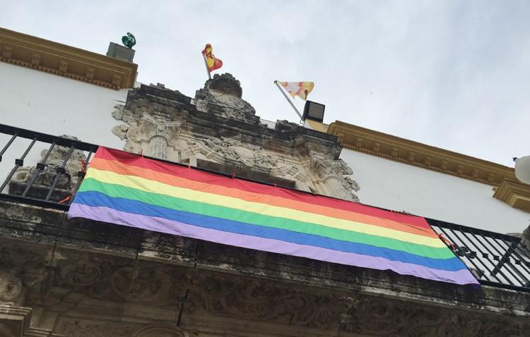La bandera gay vuelve a ondear en Utrera