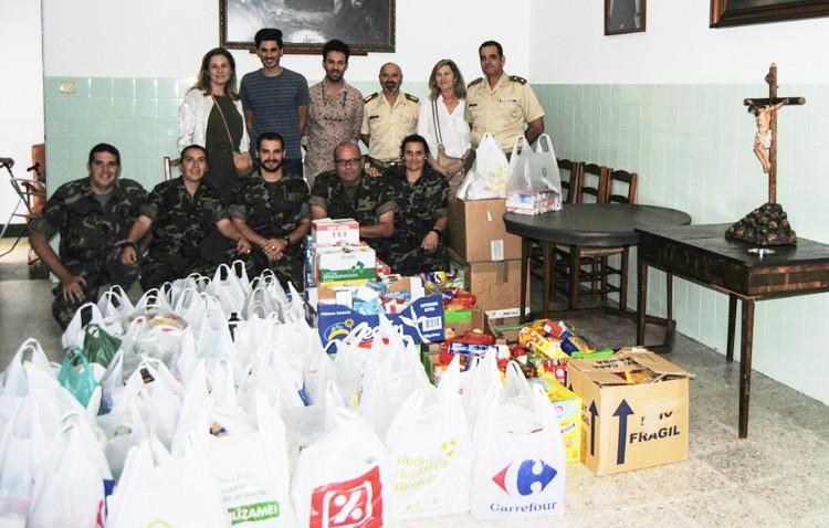 Una tonelada de alimentos para las Hermanas de la Cruz de Utrera gracias a la hermandad del Rocío y la base del Copero