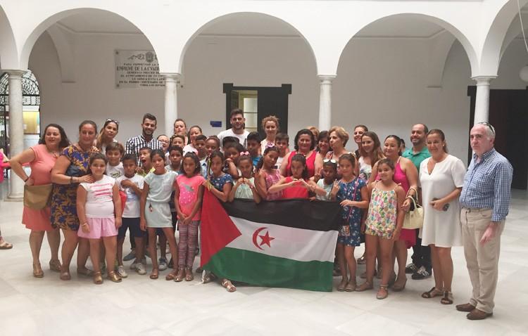 Una veintena de niños saharauis ya disfrutan en Utrera de dos meses de vacaciones estivales