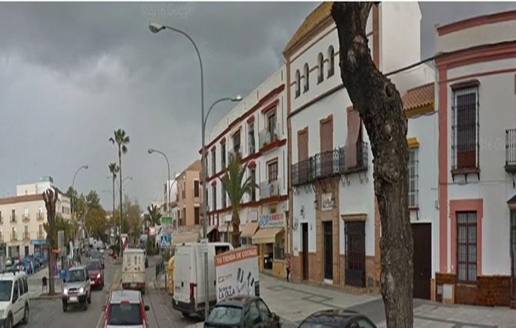 La Guardia Civil precinta un bazar de alimentación en la avenida María Auxiliadora