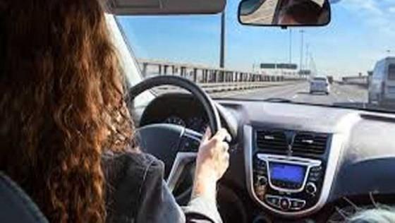 El 70% de los andaluces afirma distraerse al volante para acceder a internet