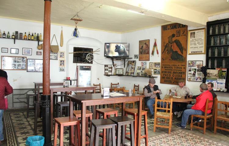 La tradición pervive en las tabernas de Casa Gómez Mier y Casa Currito