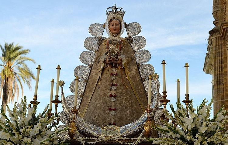 Tradicional procesión de la Virgen el día de la Asunción