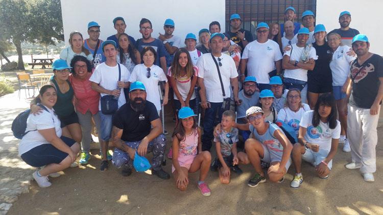 Una veintena de jóvenes de Apdis disfrutan de un campamento repleto de actividades