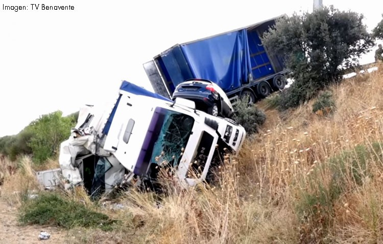 Fallecen dos utreranos al ser arrollados por un camión de mercancías