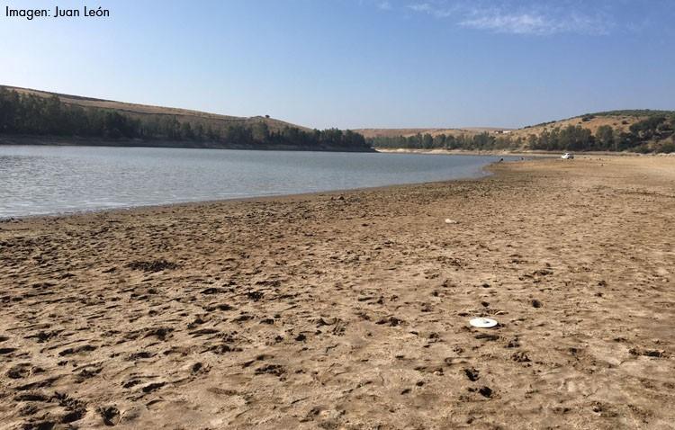 El pantano Torre del Águila, prácticamente desierto