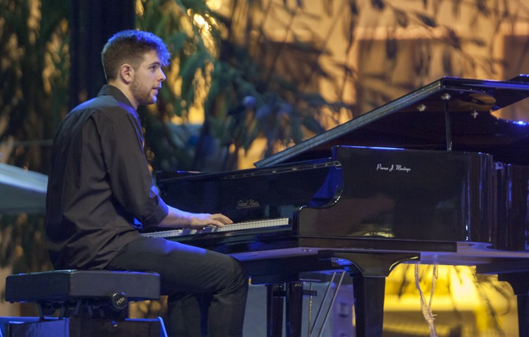 El joven pianista utrerano Andrés Barrios, en concierto en Sevilla