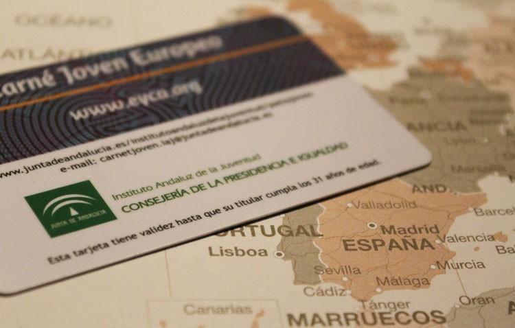 El carné joven cuenta con más de 60.000 usuarios en la provincia de Sevilla