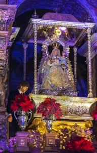 Lombo cantó la «Plegaria de los tres amores» en el camarín de la Virgen