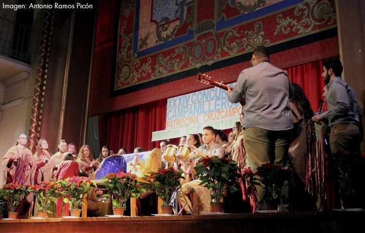 Un coro de Las Cabezas de San Juan revalida su triunfo en el concurso de campanilleros