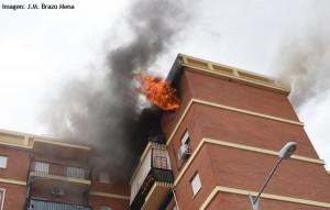 Un hombre quemó el piso de su mujer en Los Militares
