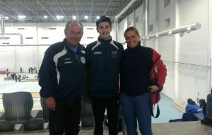 Mario Silva junto a su entrenadora, Laura Real; y el presidente del club, Juan José Alfaro