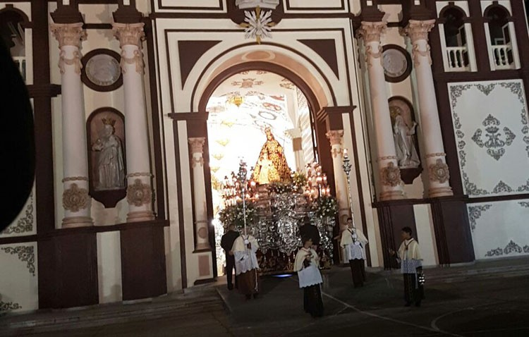 La iglesia palmariana comienza el nuevo año con una procesión por el interior de su recinto (IMÁGENES)