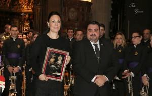Entrega de un obsequio del hermano mayor de la Vera-Cruz a la Fundación Colegial del Divino Salvador de Sevilla