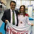Eloisa con el presidente de la Federación andaluza de Natación 1