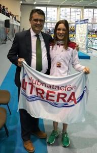 Eloisa Payán con el presidente de la Federación Andaluza de Natación