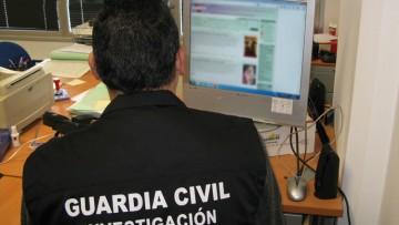 Detenido por publicar 17 anuncios sexuales en Internet con el teléfono de un utrerano para coaccionarle
