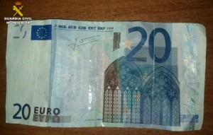 Uno de los billetes falsos incautados