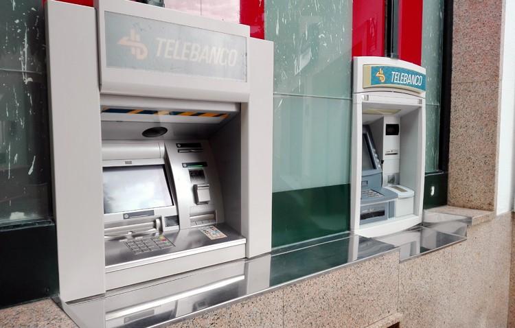 El Ayuntamiento cobrará 500 euros al año a los cajeros bancarios situados en la calle