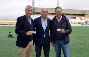 Pablo Blanco y Joaquín Caparrós recibieron el carné de socios del C.D. Utrera