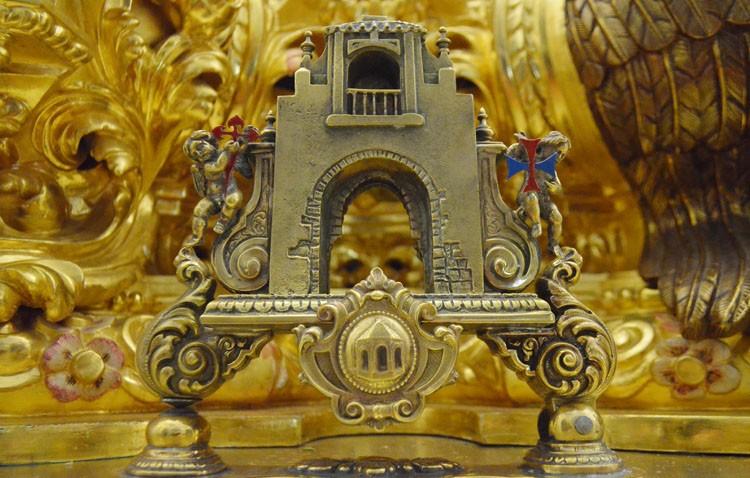 El Arco de la Villa, presente en forma de llamador en el paso del Cristo de los Afligidos