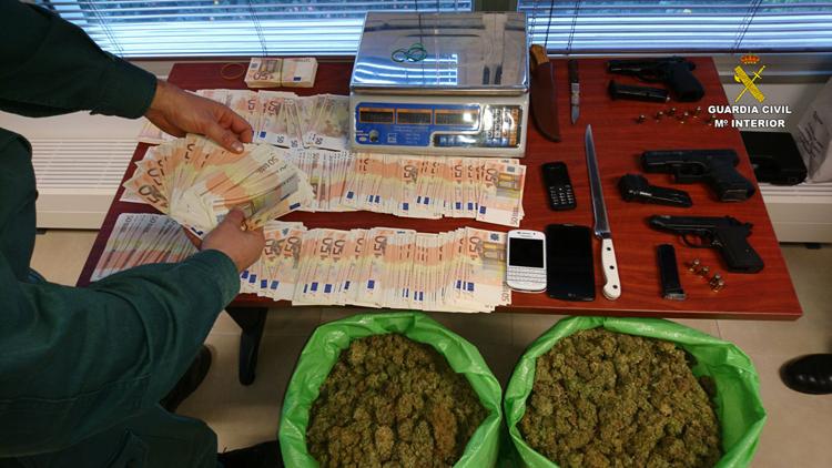 Detenido el dueño de un taller en El Palmar de Troya por cultivo de marihuana