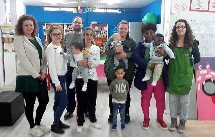 La edil de Participación Ciudadana visita el taller alimentación saludable de la asociación de mujeres de Santiago el Mayor
