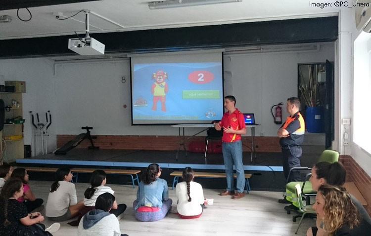 Protección Civil imparte un curso en prevención de accidentes en el agua entre los escolares utreranos
