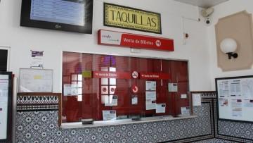Utrera exige la reapertura de las taquillas de la estación de trenes