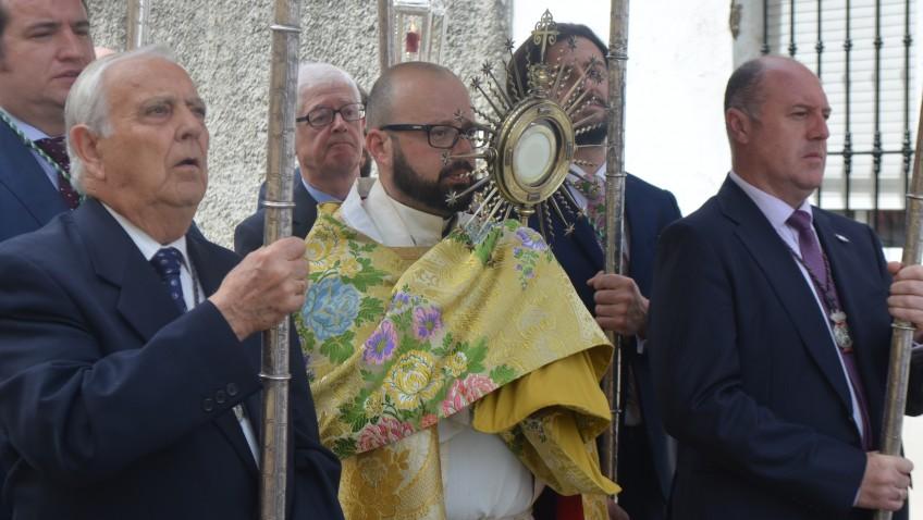 Dos procesiones eucarísticas en Utrera para conmemorar el Domingo de Resurrección