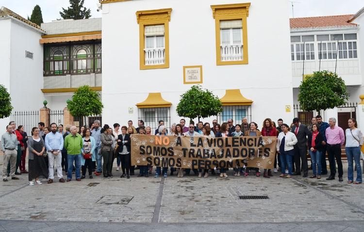 Los trabajadores de Servicios Sociales estallan contra la violencia de los ciudadanos