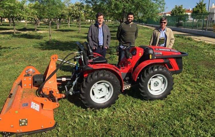 Un nuevo tractor para el mantenimiento de los parques y las zonas verdes
