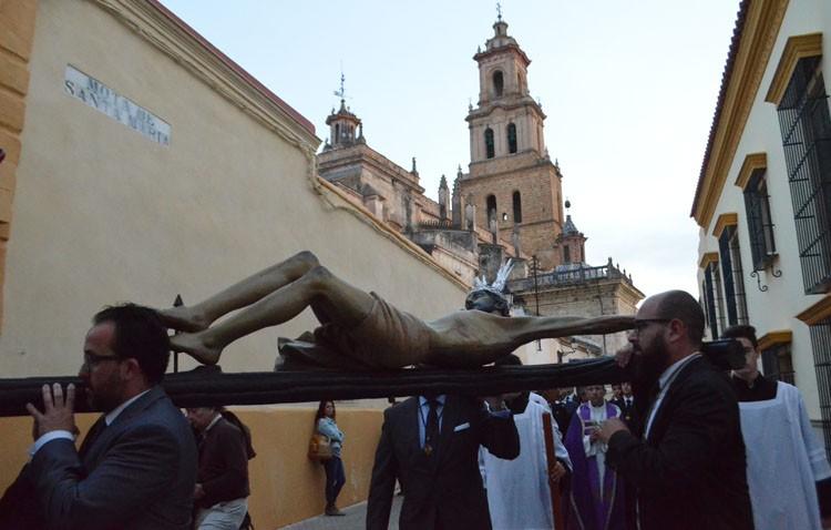 Un atardecer de Cuaresma con el Cristo de los Milagros (GALERÍA)