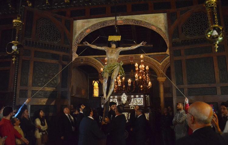 Vía crucis y traslado del Cristo del Perdón a su paso procesional