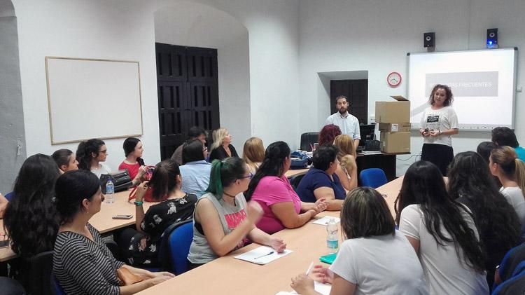Un curso de lengua de signos para una treintena de utreranos