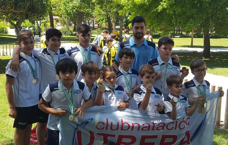 El Club Natación Utrera consigue un total de 14 medallas en la Liga Interprovincial