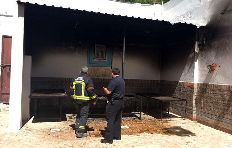 Registrado un pequeño incendio en el patio del santuario de Consolación