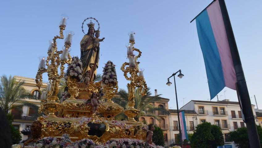 Utrera se echa a la calle para acompañar a María Auxiliadora… aunque sin fiesta local y con calor (GALERÍA)