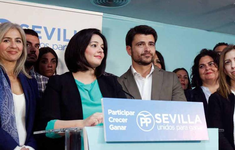 Utrera muestra su apoyo a Juan Bueno, que finalmente ha perdido las elecciones a liderar el PP provincial