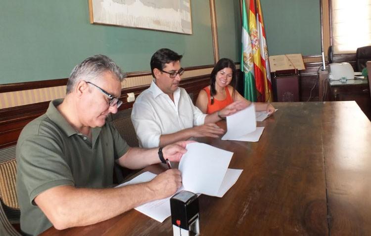 El centro de Educación Permanente renueva su convenio anual con el Ayuntamiento