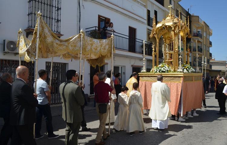Cultos y procesión en honor al Santísimo Sacramento en la parroquia de San José