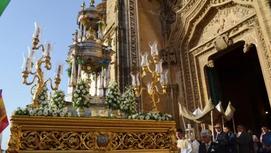 Un brillante cierre del junio eucarístico utrerano con el Corpus Chico de Santiago (GALERÍA)