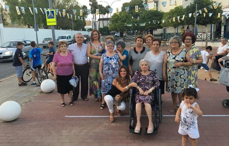 La edil de Participación Ciudadana celebró la fiesta de Los Juanes visitando las asociaciones de vecinos