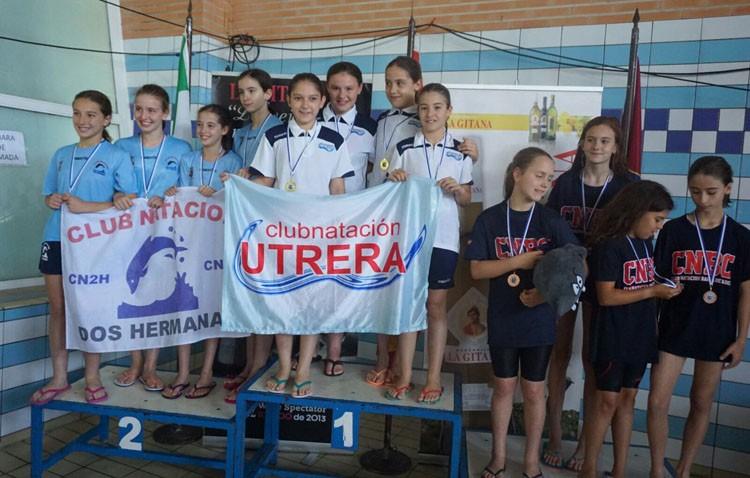 El Club Natación Utrera consigue un total 16 medallas en el «X Trofeo Ciudad de Sanlúcar»