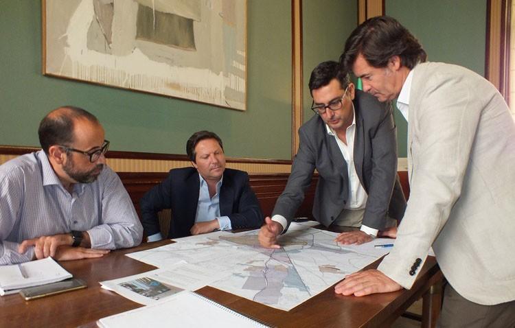 La Confederación de Empresarios de Sevilla y el Ayuntamiento analizan «el potencial económico de Utrera»