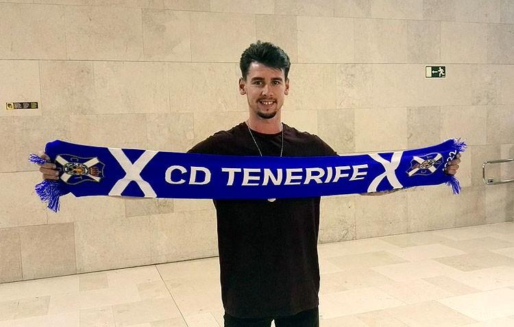 El futbolista utrerano Luis Pérez Maqueda, nuevo jugador del C.D. Tenerife