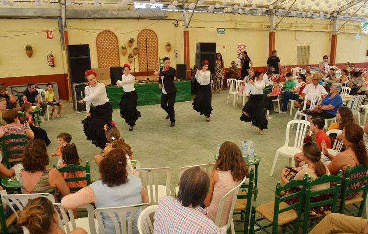 Concurso de baile por sevillanas en la caseta municipal