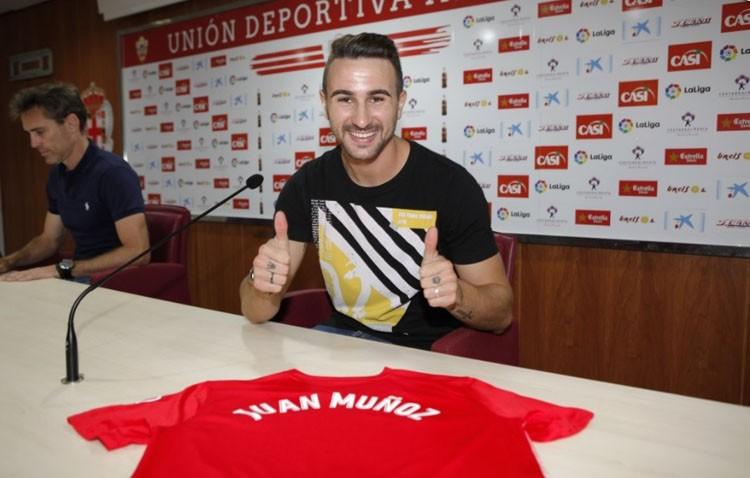 El futbolista utrerano Juan Muñoz se incorpora a la UD Almería en calidad de cedido por el Sevilla FC