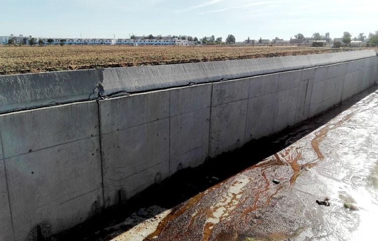 Nuevas grietas en el desvío del arroyo Calzas Anchas